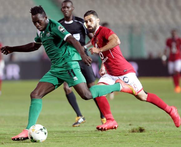 epa06585260 Al Ahly player Abdallah Said (R) in action against CF Mounana player Omar Kabore (L)  during the African Champions League (CAF) Round of 32 match between Al Ahlyvs CF Mounana  at international cairo Stadium in Cairo, Egypt, 06 March 2018.  EPA/KHALED ELFIQI