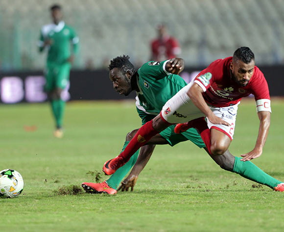 epa06585611 Al Ahly player Hossam Ashour (R) in action against CF Mounana player Omar Kabore (L) during the African Champions League (CAF) Round of 32 match between Al Ahlyvs CF Mounana  at international cairo Stadium in Cairo, Egypt, 06 March 2018.  EPA/KHALED ELFIQI