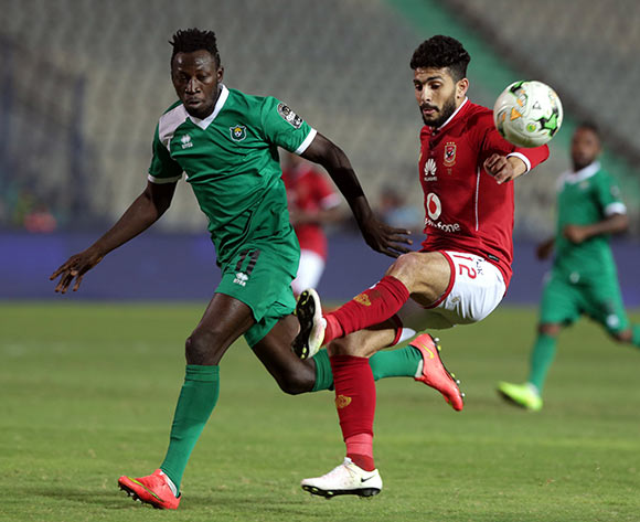 epa06585613 Al Ahly player Ayman Shraf (R) in action against CF Mounana player Omar Kabore (L) during the African Champions League (CAF) Round of 32 match between Al Ahlyvs CF Mounana  at international cairo Stadium in Cairo, Egypt, 06 March 2018.  EPA/KHALED ELFIQI