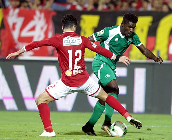 epa06585615 Al Ahly player Ayman Ashraf  (L) in action against CF Mounana player Allen Nono (R) during the African Champions League (CAF) Round of 32 match between Al Ahlyvs CF Mounana  at international cairo Stadium in Cairo, Egypt, 06 March 2018.  EPA/KHALED ELFIQI