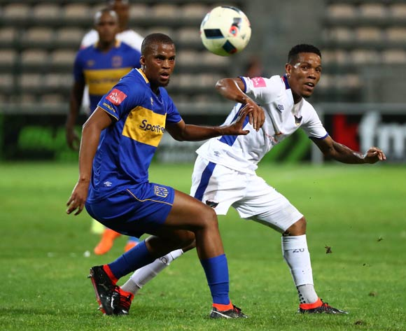 Sizwe Mdlinzo of Chippa United evades challenge from Tshepo Gumede of Cape Town City during the Absa Premiership 2017/18 football match between Cape Town City FC and Chippa United at Athlone Stadium, Cape Town on 2 March 2018 ©Chris Ricco/BackpagePix