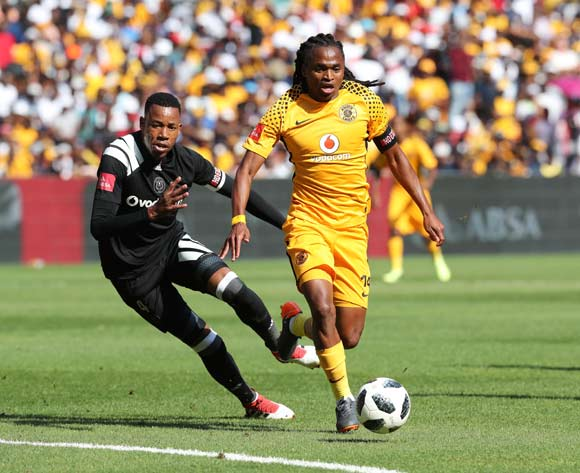 Siphiwe Tshabalala of Kaizer Chiefs evades tackle from Happy Jele of Orlando Pirates during the 2017/18 Absa Premiership football match between Orlando Pirates and Kaizer Chiefs at Soccer City, Soweto on 03 March 2018 ©Gavin Barker/BackpagePix