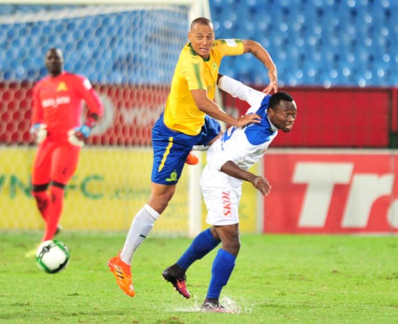 Wayne Arendse of Mamelodi Sundowns challenged by Mbondi Christ of Rayon Sport  during the 2018 CAF Confederations Cup match between Mamelodi Sundowns and Rayon Sports at Loftus Versfeld Stadium, Pretoria on 18 March 2018 ©Samuel Shivambu/BackpagePi