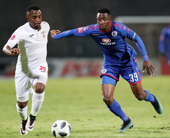 Evans Rusike of Supersport United challenged by Patrick Phungwayo of Free State Stars during the Absa Premiership 2017/18 match between Supersport United and Free State Stars at Lucas Moripe Stadium, Atteridgeville on 25 April 2018 ©Muzi Ntombela/BackpagePix
