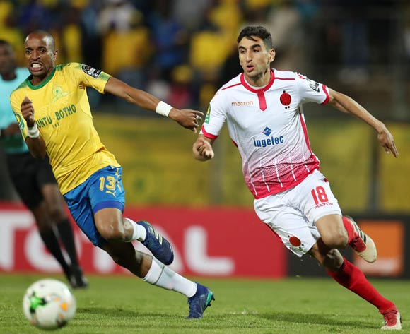 Walid El Karti of Wydad challenged by Tiyani Mabunda of Mamelodi Sundowns during the 2018 CAF Champions League match between Mamelodi Sundowns and Wydad at Lucas Moripe Stadium, Atteridgeville on 05 May 2018 ©Muzi Ntombela/BackpagePix