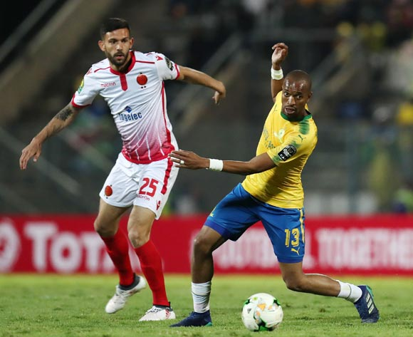Tiyani Mabunda of Mamelodi Sundowns challenged by Alejandro Quintana of Wydad during the 2018 CAF Champions League match between Mamelodi Sundowns and Wydad at Lucas Moripe Stadium, Atteridgeville on 05 May 2018 ©Muzi Ntombela/BackpagePix