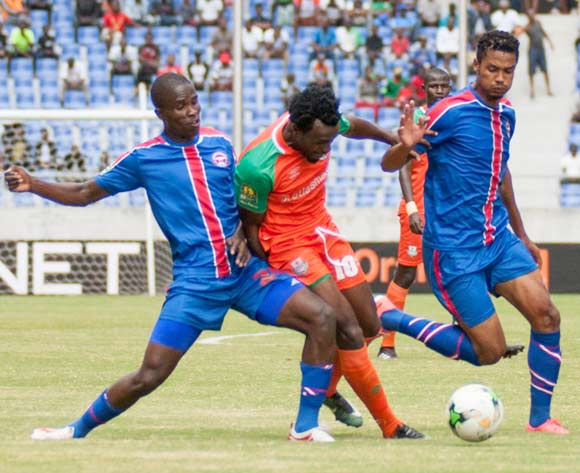 Zesco United striker Winston Kalengo sandwitched between Sanele Justice and Njabulo Ndlovu of Mbabane Swallows during the 2018 CAF Champions League football match between Zesco United FC and Mbabane Swallows at the Levy Mwanawasa Stadium in Ndola on 05 May 2018 ©BackpagePix