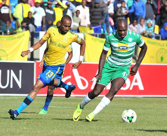 Roggert Nyundu of Bloemfontein Celtic challenged by Tiyani Mabunda of Mamelodi Sundowns during the Absa Premiership 2017/18 football match between Bloemfontein Celtic and Mamelodi Sundowns at Dr Petrus Molemela Stadium, Bloemfontein on 12 May 2018 ©Samuel Shivambu/BackpagePix