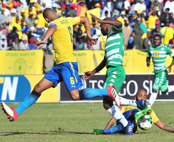 Victor Letsoalo of Bloemfontein Celtic challenged by Oupa Manyisa of Mamelodi Sundowns during the Absa Premiership 2017/18 football match between Bloemfontein Celtic and Mamelodi Sundowns at Dr Petrus Molemela Stadium, Bloemfontein on 12 May 2018 ©Samuel Shivambu/BackpagePix