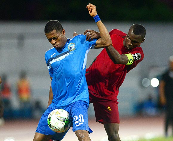 Siaka Bakayoko of Djoliba challenged by Ikouwem Ntim of Enyimba during the 2018 CAF Confederation Cup football match between Enyimba and Djoliba at the UJ Esuene Stadium, Calabar, Nigeria on 6 May 2018 ©Kabiru Abubakar/BackpagePix