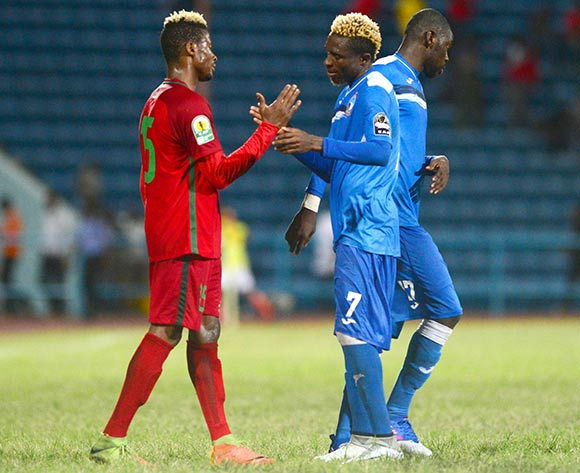 Freedom Omofommen of Enyimba and Moussa Sissiko of Djoliba during the 2018 CAF Confederation Cup football match between Enyimba and Djoliba at the UJ Esuene Stadium, Calabar, Nigeria on 6 May 2018 ©Kabiru Abubakar/BackpagePix