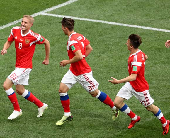 epa06807307 Yury Gazinsky (L) of Russia celebrates with teammates after scoring the opening goal  during the FIFA World Cup 2018 group A preliminary round soccer match between Russia and Saudi Arabia in Moscow, Russia, 14 June 2018.
