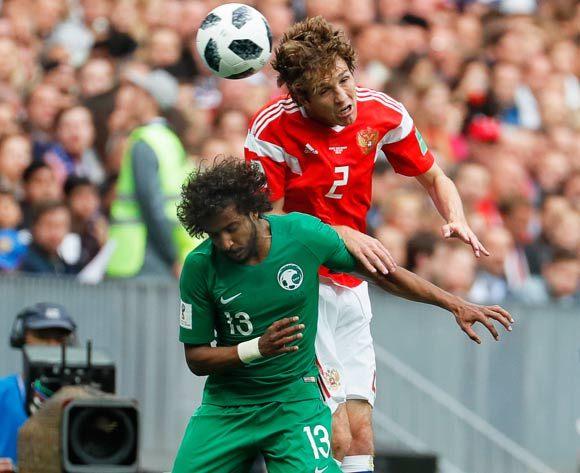 epa06807327 Mario Fernandes (R) of Russia in action against Yasir Al-Shahrani (L) of Saudi Arabia during the FIFA World Cup 2018 group A preliminary round soccer match between Russia and Saudi Arabia in Moscow, Russia, 14 June 2018.