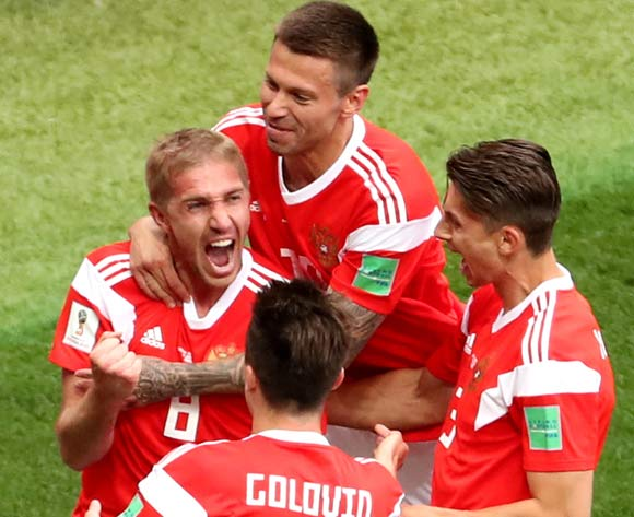 epa06807372 Yury Gazinsky (L) of Russia celebrates with teammates after scoring the opening goal  during the FIFA World Cup 2018 group A preliminary round soccer match between Russia and Saudi Arabia in Moscow, Russia, 14 June 2018.