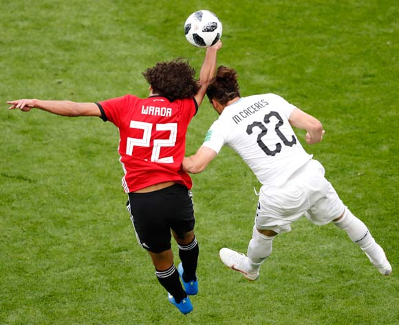 epa06809768 Martin Caceres (R) of Uruguay and Amr Warda of Egypt in action during the FIFA World Cup 2018 group A preliminary round soccer match between Egypt and Uruguay in Ekaterinburg, Russia, 15 June 2018.