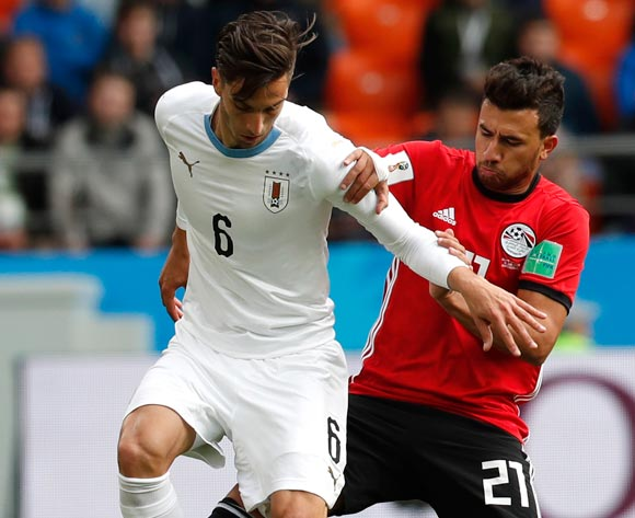 epa06809769 Rodrigo Bentancur (L) of Uruguay and  Trezeguet of Egypt in action during the FIFA World Cup 2018 group A preliminary round soccer match between Egypt and Uruguay in Ekaterinburg, Russia, 15 June 2018.