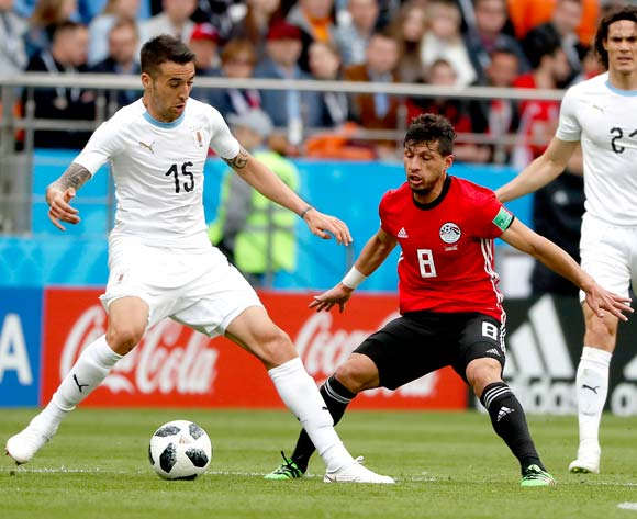 epa06809804 Tarek Hamed of Egypt (C) and Matias Vecino of Uruguay in action during the FIFA World Cup 2018 group A preliminary round soccer match between Egypt and Uruguay in Ekaterinburg, Russia, 15 June 2018.