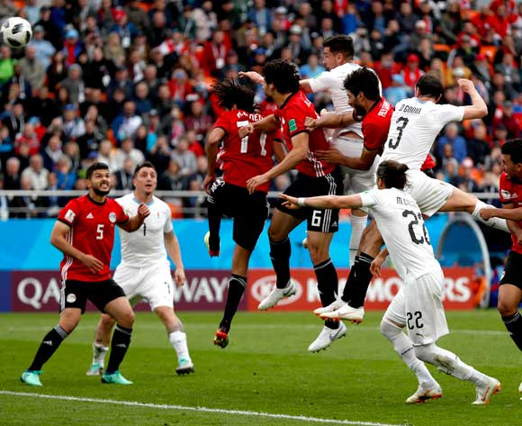 epa06810146 Jose Gimenez of Uruguay (5R) scores the 1-0 during the FIFA World Cup 2018 group A preliminary round soccer match between Egypt and Uruguay in Ekaterinburg, Russia, 15 June 2018.