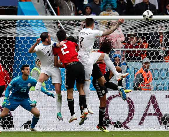 epa06810148 Jose Gimenez (C) of Uruguay goes for a header to score the 1-0 lead during the FIFA World Cup 2018 group A preliminary round soccer match between Egypt and Uruguay in Ekaterinburg, Russia, 15 June 2018.