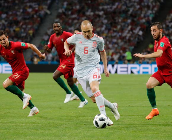 epa06811187 Andres Iniesta (C) of Spain in action during the FIFA World Cup 2018 group B preliminary round soccer match between Portugal and Spain in Sochi, Russia, 15 June 2018.