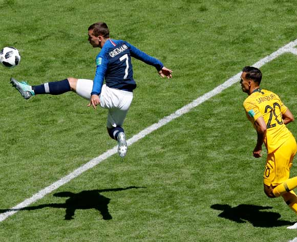epa06812410 Antoine Griezmann (L) of France and Trent Sainsbury of Australia in action during the FIFA World Cup 2018 Group C preliminary round soccer match between France and Australia in Kazan, Russia, 16 June 2018.