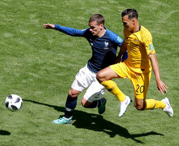 epa06812419 Antoine Griezmann (L) of France and Trent Sainsbury of Australia in action during the FIFA World Cup 2018 Group C preliminary round soccer match between France and Australia in Kazan, Russia, 16 June 2018.