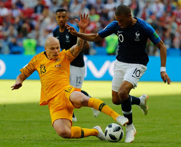 epa06812433 Aaron Mooy (L) of Australia and Kylian Mbappe of France in action during the FIFA World Cup 2018 group C preliminary round soccer match between France and Australia in Kazan, Russia, 16 June 2018.