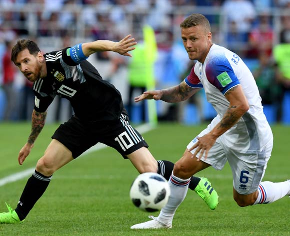 epa06812965 Lionel Messi (L) of Argentina and Ragnar Sigurdsson of Iceland in action during the FIFA World Cup 2018 group D preliminary round soccer match between Argentina and Iceland in Moscow, Russia, 16 June 2018.