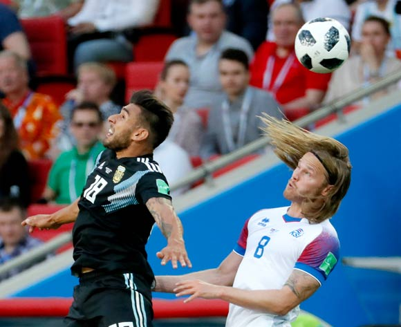 epa06813009 Eduardo Salvio of Argentina (L) and Birkir Bjarnason of Iceland in action during the FIFA World Cup 2018 group D preliminary round soccer match between Argentina and Iceland in Moscow, Russia, 16 June 2018.