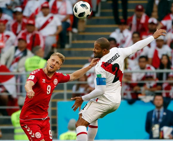 epa06813741 Nicolai Jorgensen of Denmark (L) and Alberto Rodriguez of Peru in action during the FIFA World Cup 2018 group C preliminary round soccer match between Peru and Denmark in Saransk, Russia, 16 June 2018.