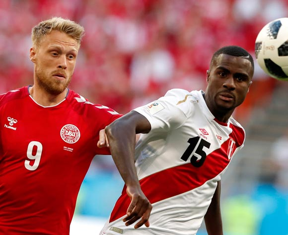 epa06813750 Nicolai Jorgensen of Denmark and Christian Ramos of Peru in action during the FIFA World Cup 2018 group C preliminary round soccer match between Peru and Denmark in Saransk, Russia, 16 June 2018.