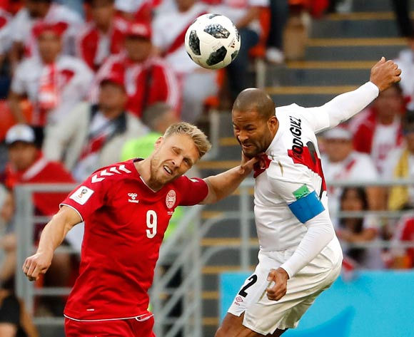 epa06813760 Nicolai Jorgensen of Denmark (L) and Alberto Rodriguez of Peru in action during the FIFA World Cup 2018 group C preliminary round soccer match between Peru and Denmark in Saransk, Russia, 16 June 2018.