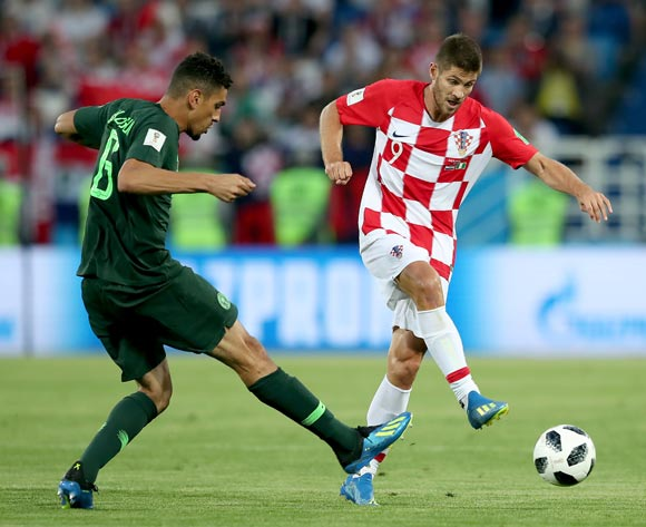 epa06814246 Leon Balogun of Nigeria (L) and Andrej Kramaric of Croatia in action during the FIFA World Cup 2018 group D preliminary round soccer match between Croatia and Nigeria in Kaliningrad, Russia, 16 June 2018.