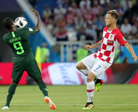 epa06814250 Ivan Rakitic (R) of Croatia and Odion Ighalo of Nigeria in action during the FIFA World Cup 2018 group D preliminary round soccer match between Croatia and Nigeria in Kaliningrad, Russia, 16 June 2018.