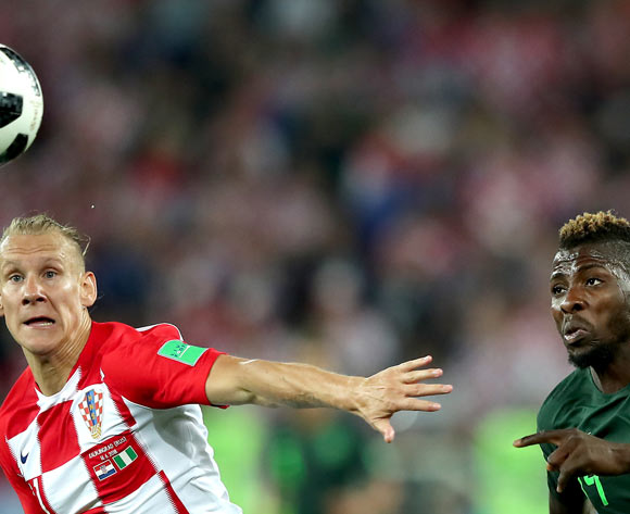 epa06814461 Kelechi Iheanacho of Nigeria (R) and Domagoj Vida of Croatia in action during the FIFA World Cup 2018 group D preliminary round soccer match between Croatia and Nigeria in Kaliningrad, Russia, 16 June 2018.