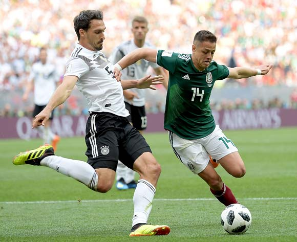 epa06816023 Mats Hummels of Germany and Javier Hernandez of Mexico (R) in action during the FIFA World Cup 2018 group F preliminary round soccer match between Germany and Mexico in Moscow, Russia, 17 June 2018.