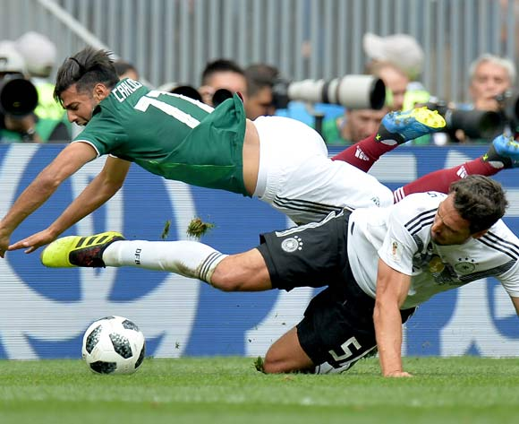 epa06816028 Mats Hummels of Germany and Carlos Vela of Mexico (top) in action during the FIFA World Cup 2018 group F preliminary round soccer match between Germany and Mexico in Moscow, Russia, 17 June 2018.