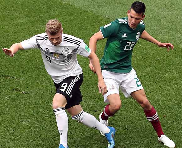epa06816047 Timo Werner of Germany (L) and Hirving Lozano of Mexico in action during the FIFA World Cup 2018 group F preliminary round soccer match between Germany and Mexico in Moscow, Russia, 17 June 2018.