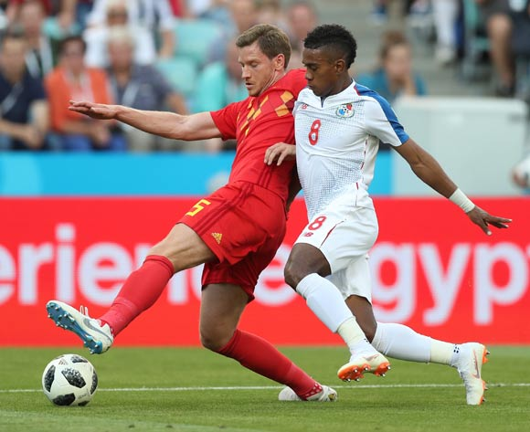 epa06819086 Jan Vertonghen (L) of Belgium and Edgar Barcenas of Panama in action the FIFA World Cup 2018 group G preliminary round soccer match between Belgium and Panama in Sochi, Russia, 18 June 2018.