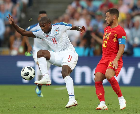 epa06819113 Armando Cooper (L) of Panama and Eden Hazard of Belgium in action during the FIFA World Cup 2018 group G preliminary round soccer match between Belgium and Panama in Sochi, Russia, 18 June 2018.