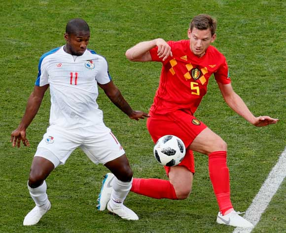 epa06819134 Armando Cooper (L) of Panama and Jan Vertonghen of Belgium in action during the FIFA World Cup 2018 group G preliminary round soccer match between Belgium and Panama in Sochi, Russia, 18 June 2018.