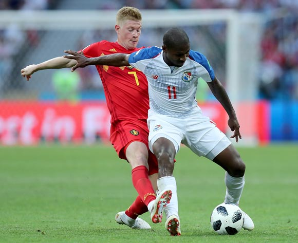 epa06819324 Kevin De Bruyne of Belgium (L) and Armando Cooper of Panama in action during the FIFA World Cup 2018 group G preliminary round soccer match between Belgium and Panama in Sochi, Russia, 18 June 2018.