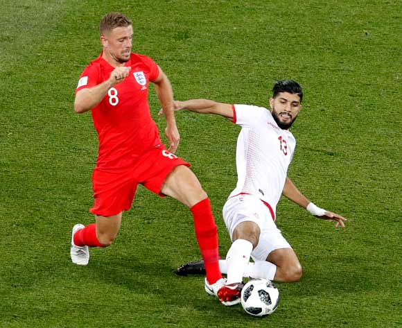 epa06819817 Jordan Henderson of England (L) and Ferjani Sassi of Tunisia in action during the FIFA World Cup 2018 group G preliminary round soccer match between Tunisia and England in Volgograd, Russia, 18 June 2018.