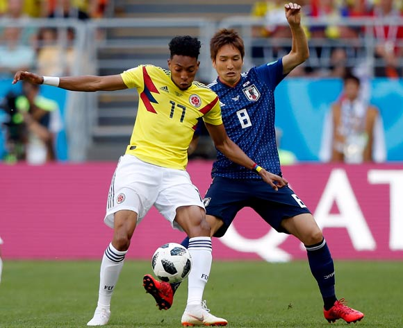 epa06820826 Genki Haraguchi of Japan (R) and Johan Mojica of Colombia in action during the FIFA World Cup 2018 group H preliminary round soccer match between Colombia and Japan in Saransk, Russia, 19 June 2018.