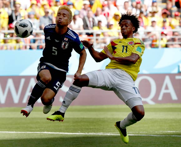 epa06820838 Juan Cuadrado of Colombia (R) and Yuto Nagatomo of Japan in action during the FIFA World Cup 2018 group H preliminary round soccer match between Colombia and Japan in Saransk, Russia, 19 June 2018.