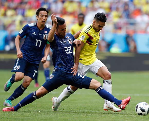 epa06820874 Maya Yoshida of Japan (C) and Radamel Falcao of Colombia (R) in action during the FIFA World Cup 2018 group H preliminary round soccer match between Colombia and Japan in Saransk, Russia, 19 June 2018.