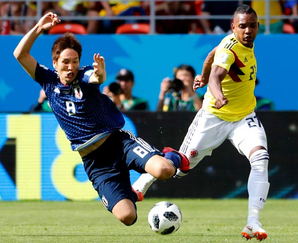 epa06820961 Genki Haraguchi (L) of Japan and Jose Izquierdo of Colombia in action during the FIFA World Cup 2018 group H preliminary round soccer match between Colombia and Japan in Saransk, Russia, 19 June 2018.