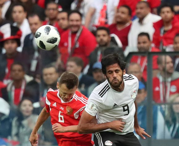epa06822461 Denis Cheryshev (L) of Russia and Marwan Mohsen of Egypt in action during the FIFA World Cup 2018 group A preliminary round soccer match between Russia and Egypt in St.Petersburg, Russia, 19 June 2018.