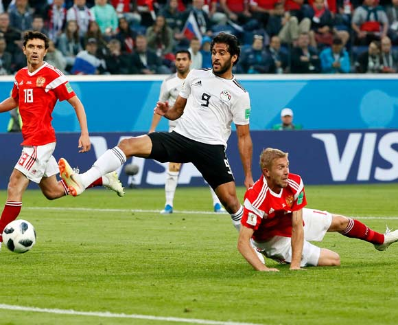 epa06822504 Marwan Mohsen of Egypt (C) tries to score during the FIFA World Cup 2018 group A preliminary round soccer match between Russia and Egypt in St.Petersburg, Russia, 19 June 2018.
