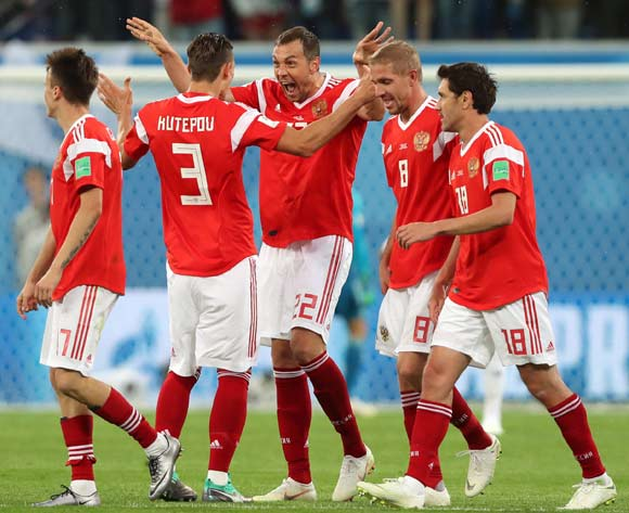 epa06822749 Artem Dzyuba (C) of Russia celebrates with teammates after scoring the 3-0 lead during the FIFA World Cup 2018 group A preliminary round soccer match between Russia and Egypt in St.Petersburg, Russia, 19 June 2018.